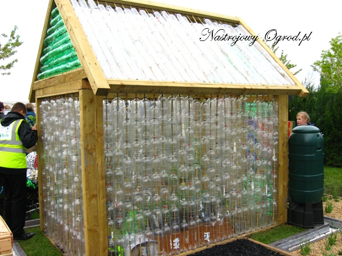 6 plastic bottle greenhouse the owner build network for Homemade greenhouse plastic
